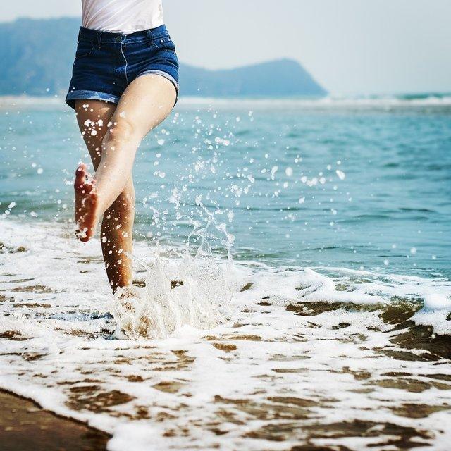 Jong vrouw op strand